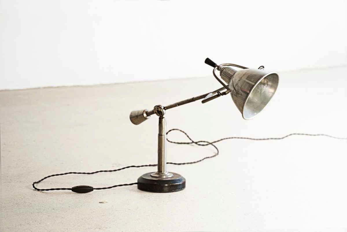 Edouard-Wilfred-Buquet-La-Lampe-Equilibree-EB27 - Wand und Tisch