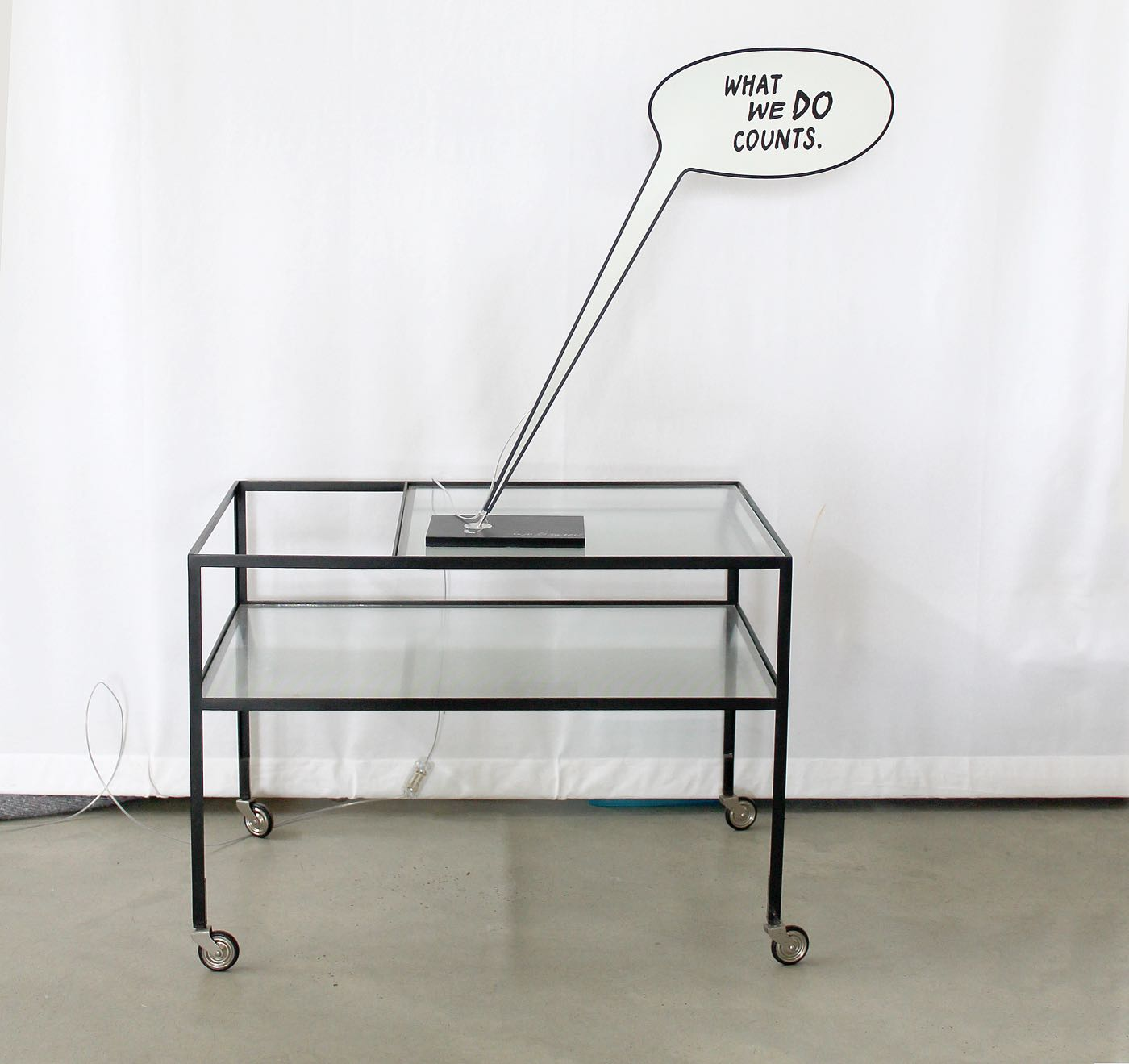 Ingo_Maurer-Lampe-What_we_do_counts-Signatur